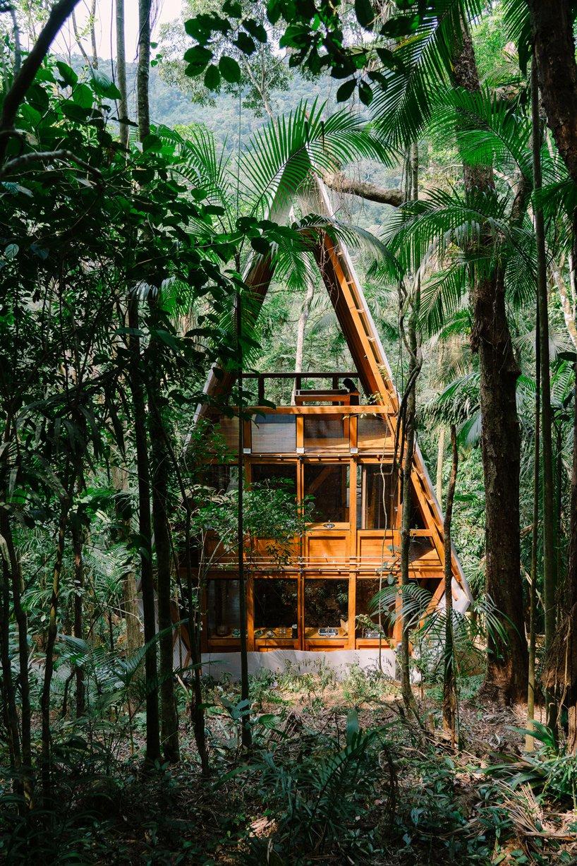 Visão de fora da Casa dos Macacos em Paraty