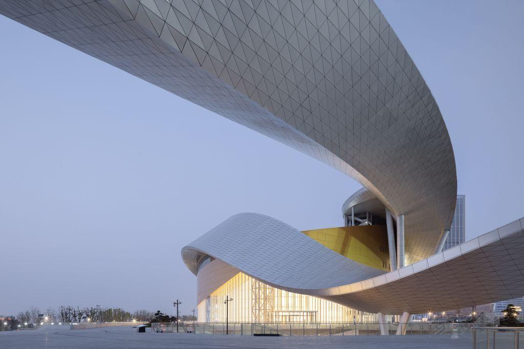 Visão debaixo do Suzhou Bay Cultural Center