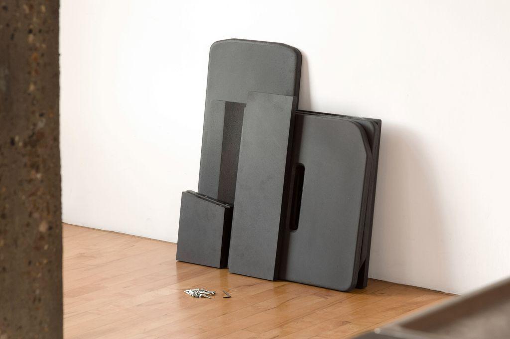 A cadeira é embalado a vácuo para facilitar o transporte.