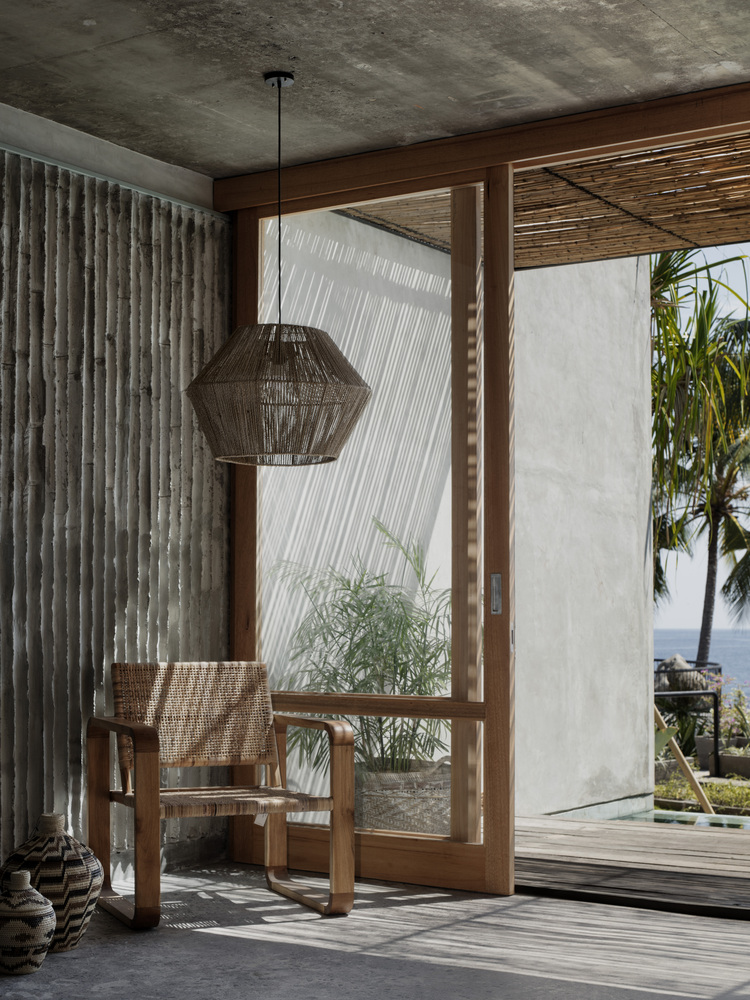 Longe dos movimentados pontos turístico, Tiing é um hotel de 14 quartos localizado na costa norte de Bali.