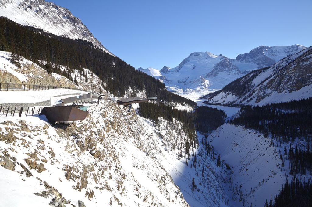 Visão ampliada da passarela Glacier no Canadá