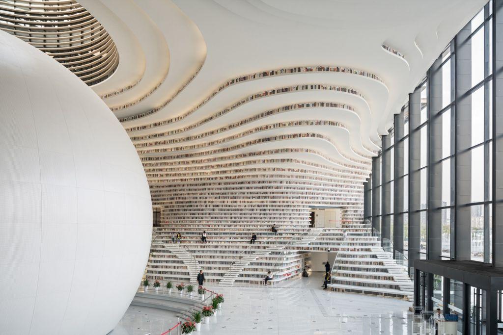 Visão lateral da biblioteca