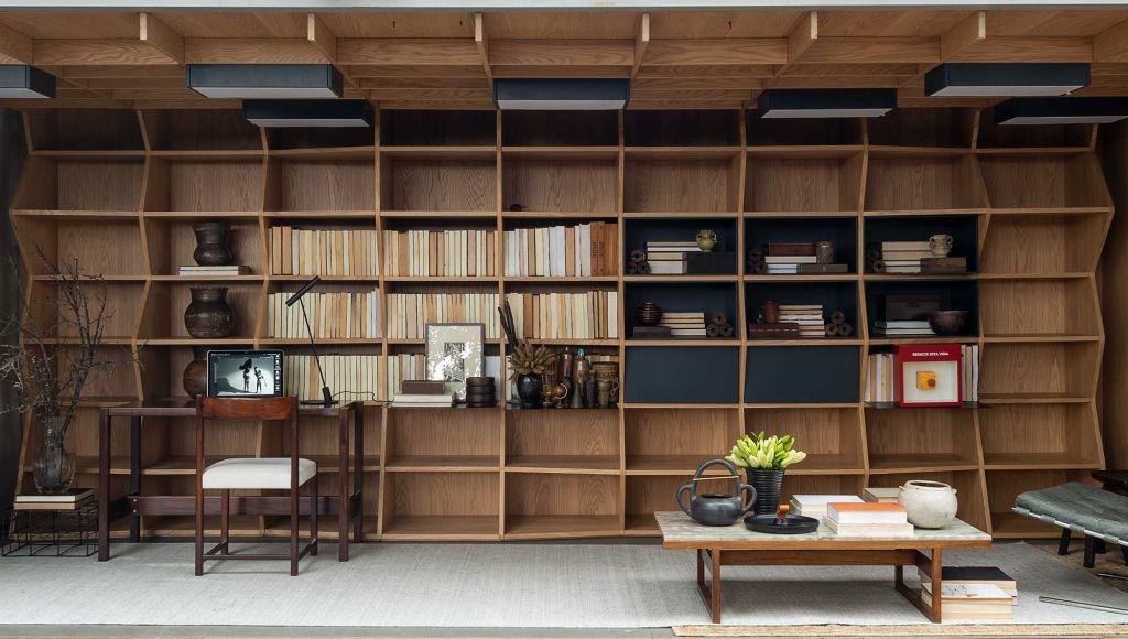 janelas casacor sao paulo gustavo martins caixa de historias biblioteca madeira home office decoração inspiração casa livro