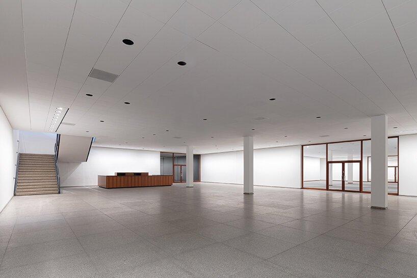 As primeiras imagens da renovada Neue Nationalgalerie, o famoso edifício do museu em Berlim projetado por Mies Van Der Rohe, foram reveladas.