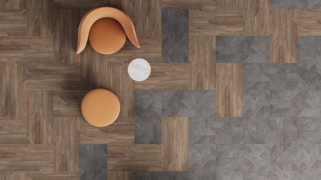 Linha de pisos de efeito de madeira e concreto com incrustações metálicas diagonais.