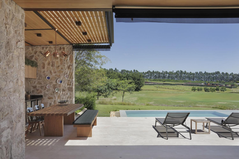 Casa JTP, de Arthur Casas, Patrícia Martinez e Rodrigo Oliveira