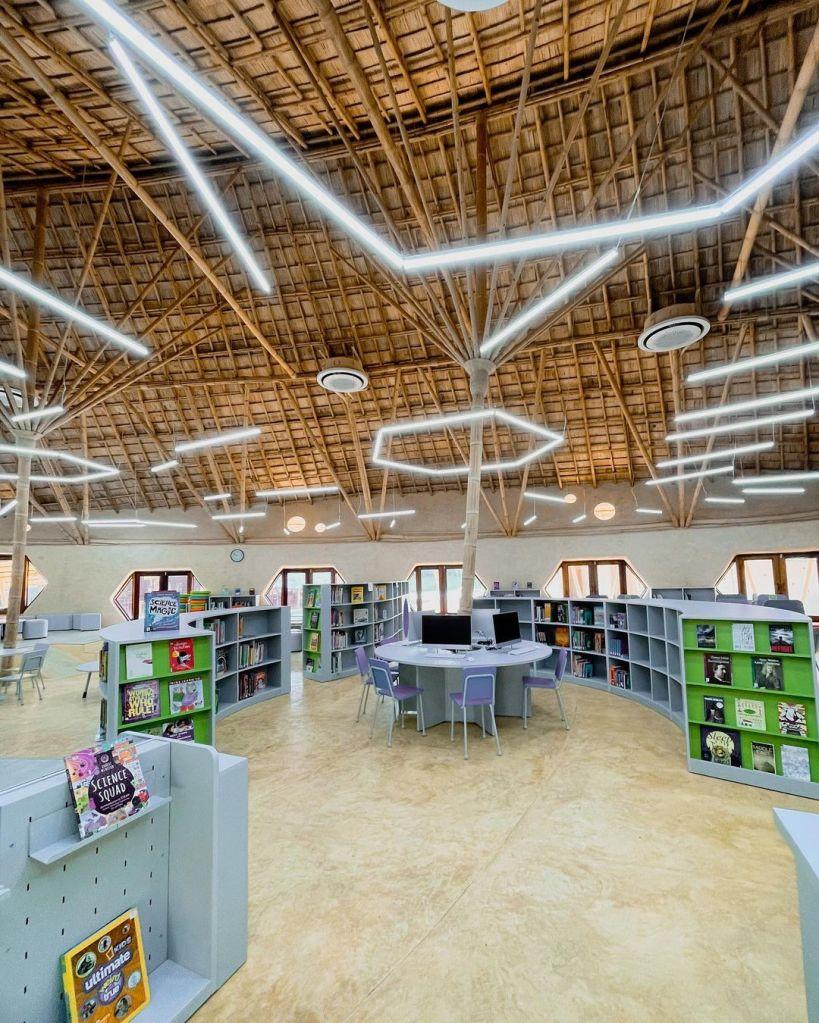 biblioteca com laje feita em bambu