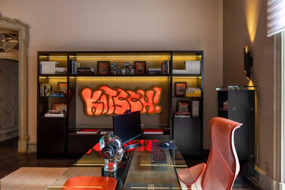 Caco Borges e Carolina Haubrich – Home Office e Games. Cor Pedra Esculpida - a cor do ano da Coral.