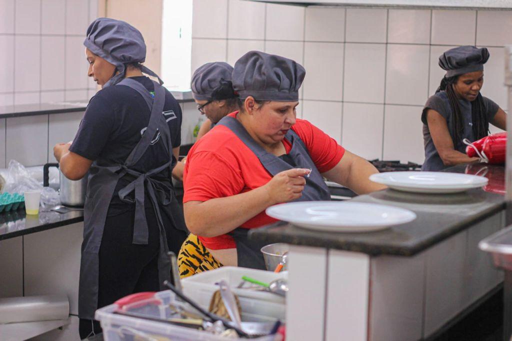 Mulheres do Fazendinhando no curso de gastronomia no início de fevereiro de 2021