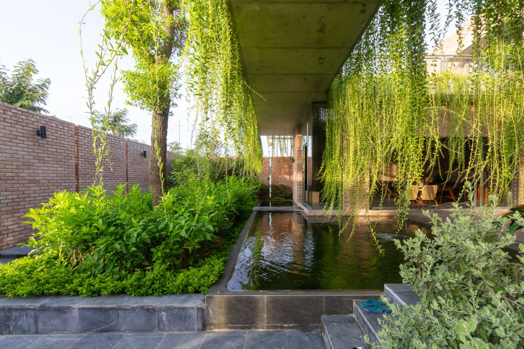 Casa da Cortina Verde; paisagismo; Vietnã; natureza; jardim vertical; jardim suspenso; tijolos