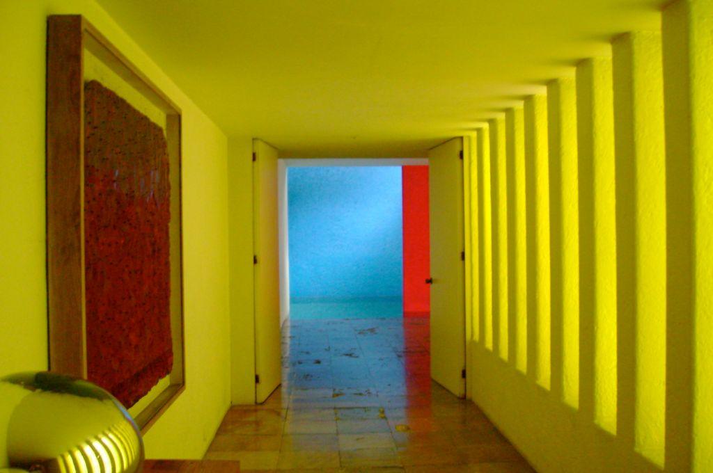 Interior da Casa Gilardi de Luis Barragán