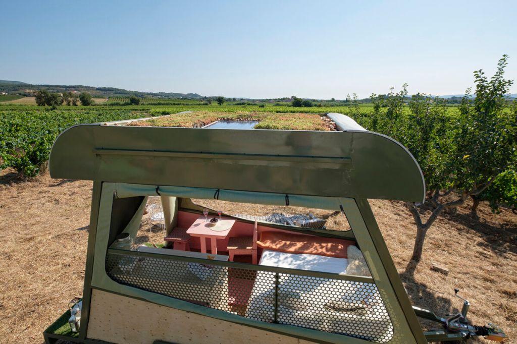 Trailer sustentável possui telhado verde e utiliza energia solar