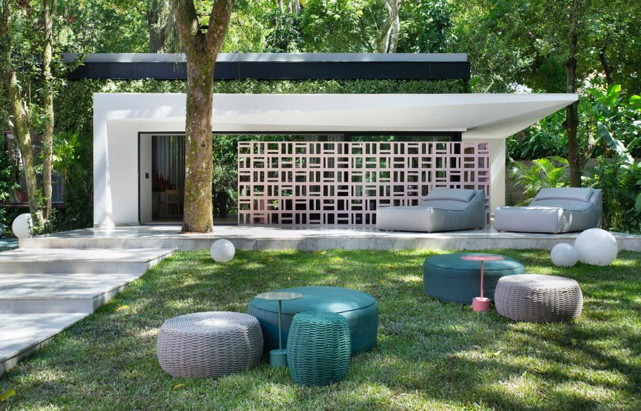 UP3 Arquitetura – Casa UP. Cores: Licor Doce, no cobogó, Plaza, no pórtico da entrad. Coral Proteção Sol & Chuva Acrílico Total (Licor Doce e Plaza).