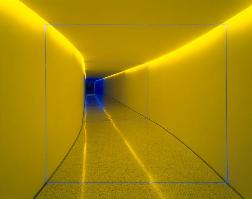 túnel colorido infinito por James Turrel