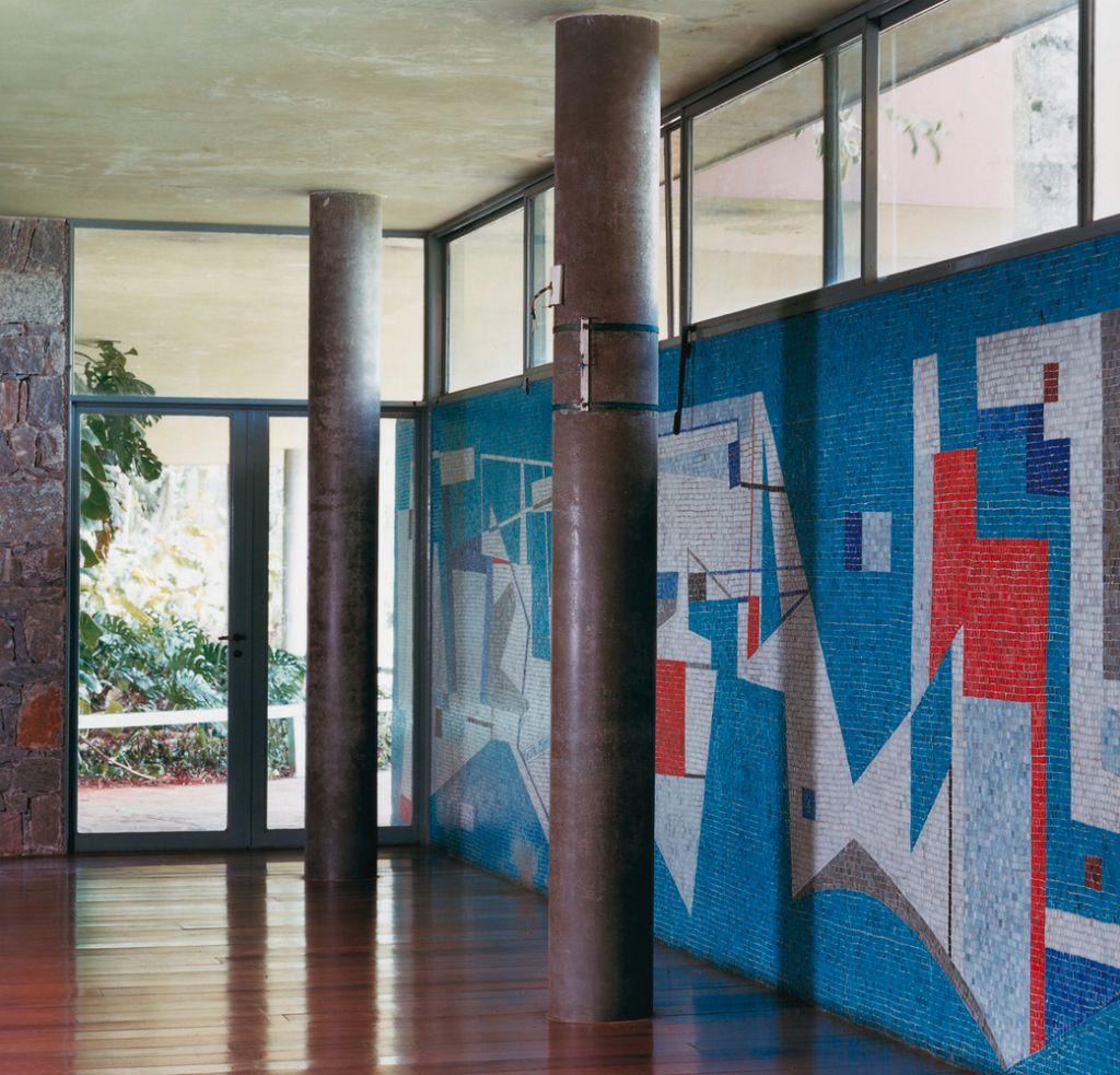 mural de azulejos feito por Rino Levi e Roberto Burle Marx no projeto de residência de Olivo Gomes