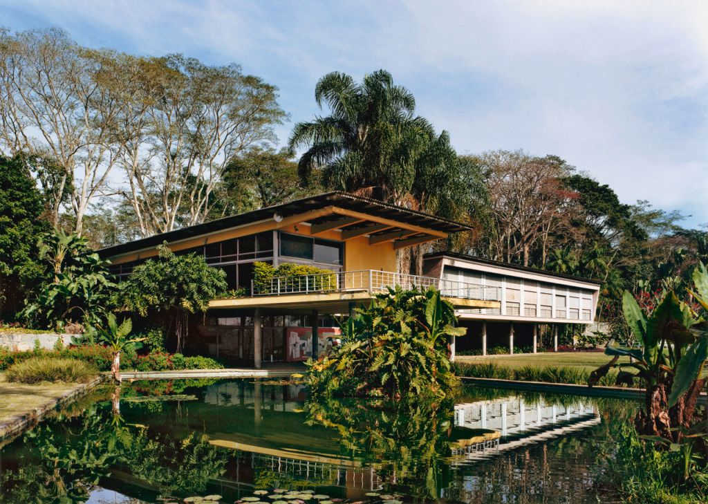fachada da residência de Olivo Gomes. Projeto completa 70 anos