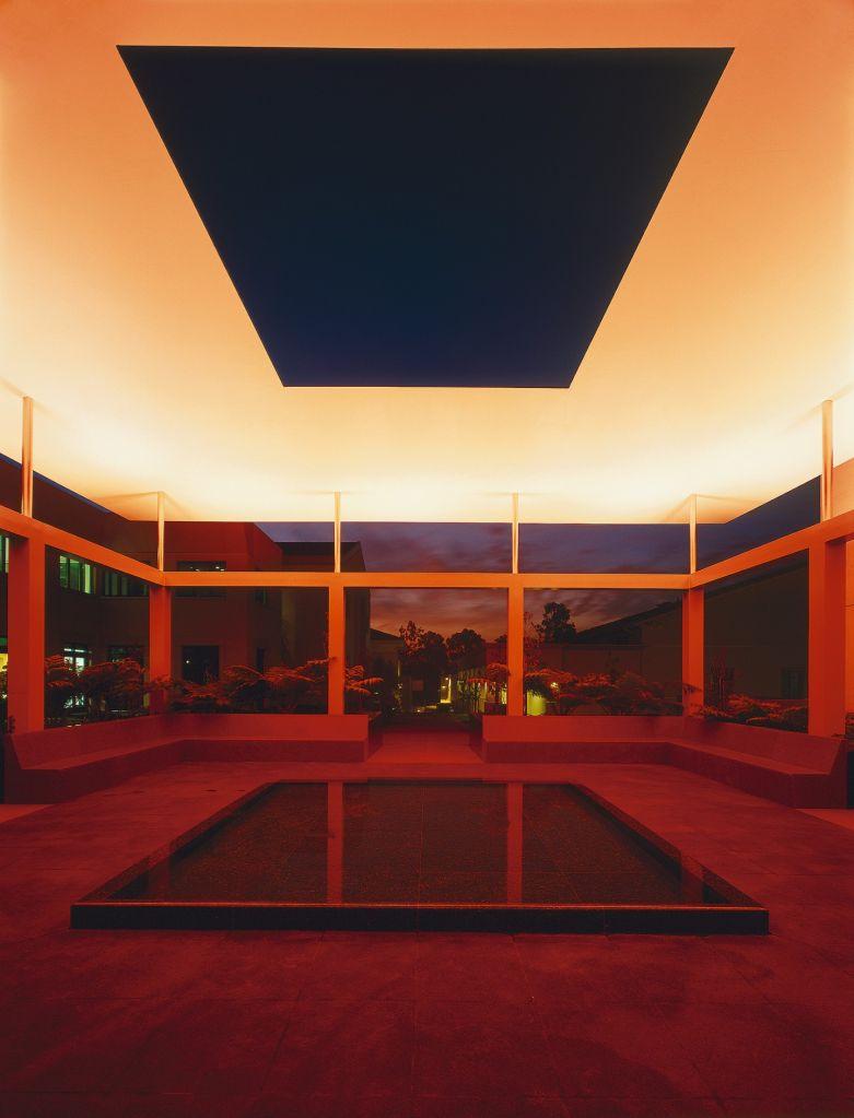 James Turrel divide o ambiente em cores