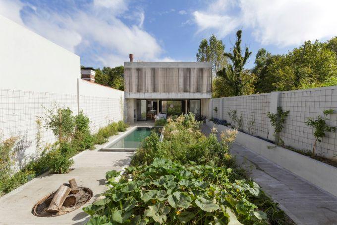 Casa sustentável possui jardins em todos os andares