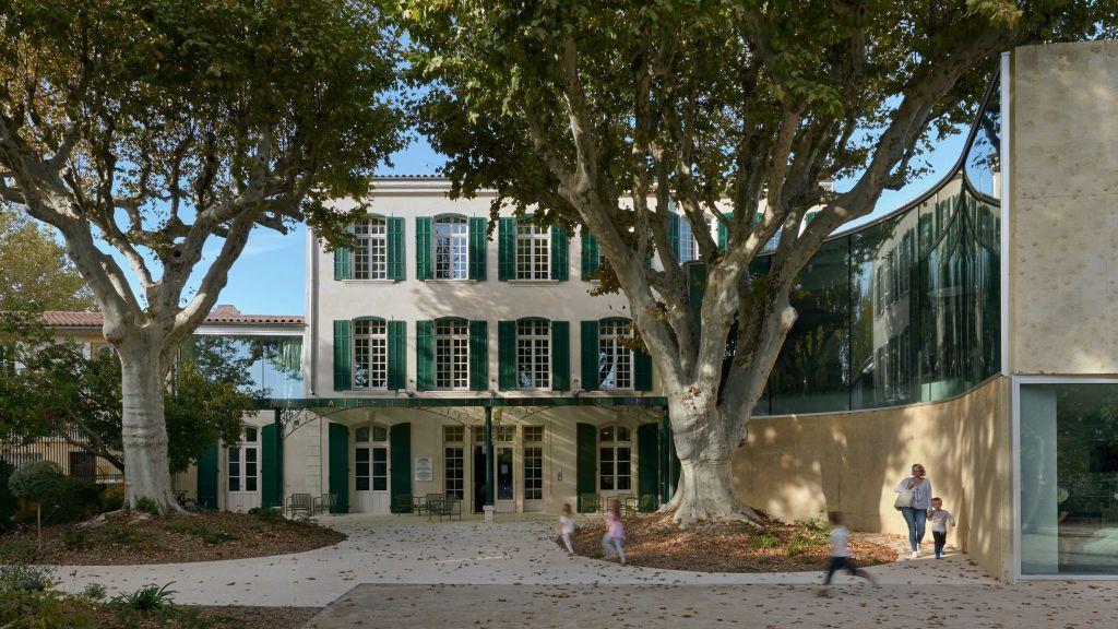 biblioteca moderna mansao francesa