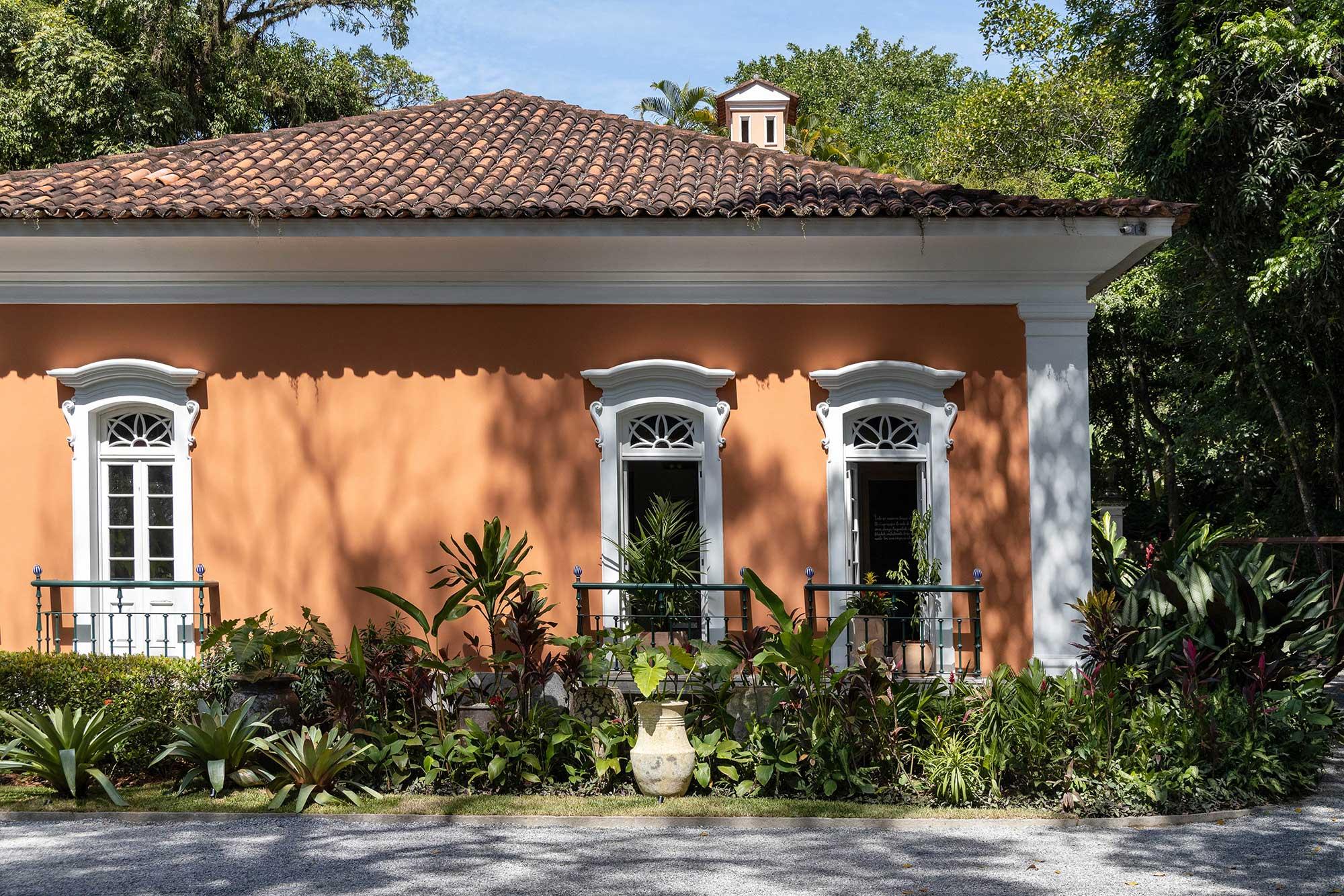 casacor rio de janeiro 2021 fachada cor coral residência brando barbosa 30 edição mostras