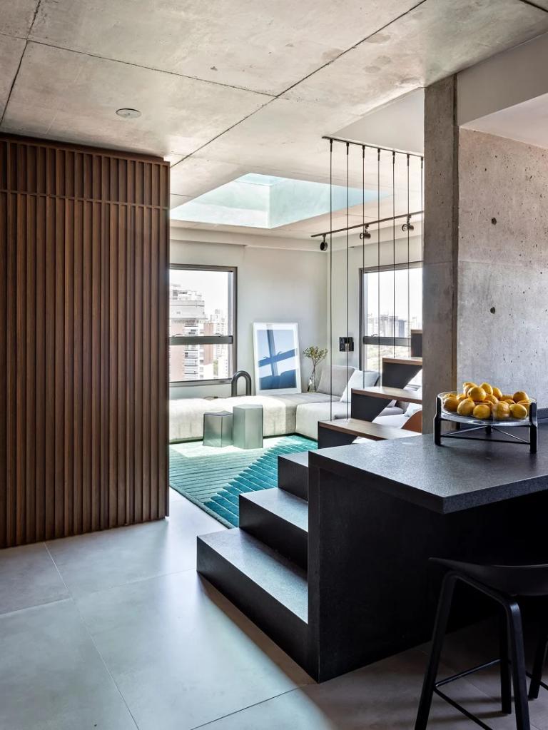 escada de concreto integra ambientes