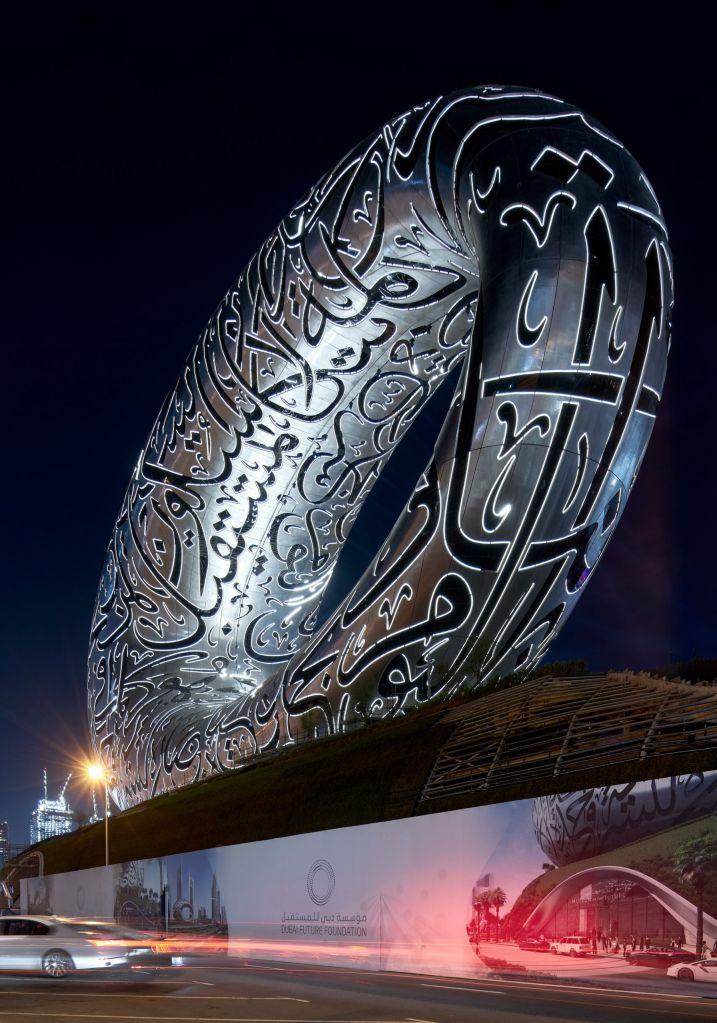 museu do futuro localizado em Dubai tem formato de anel