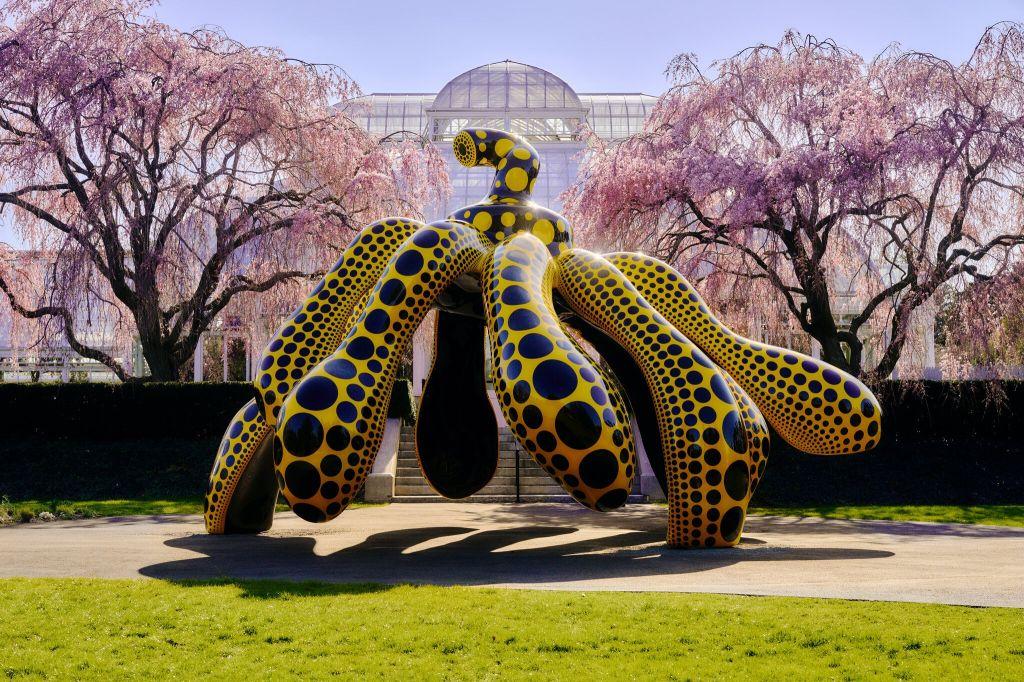 Yayoi Kusama expõe sua arte pop e conceitual em NY