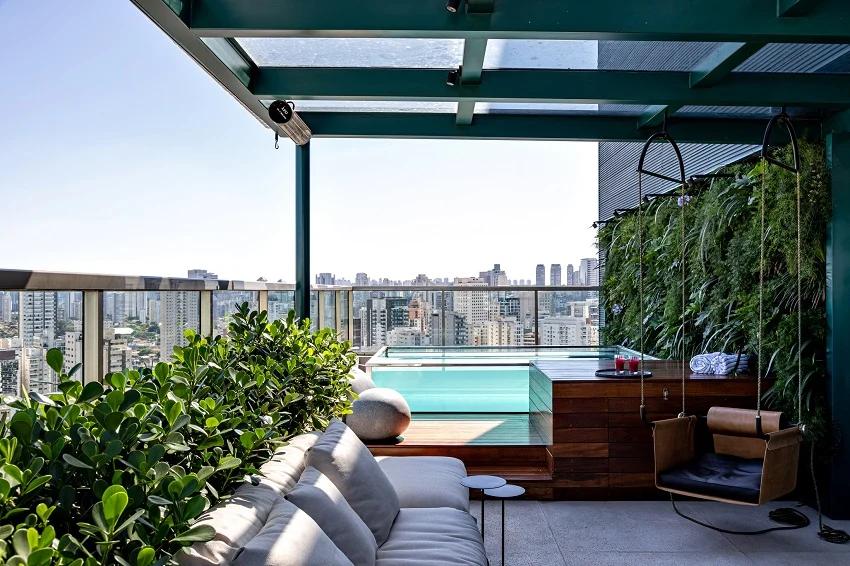 piscina de vidro em cobertura espacosa