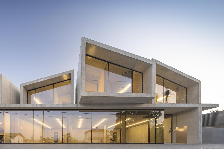 pré fabricados de 1000 m2 summary Portugal obra do ano 2021 vencedor projeto construção arquitetura