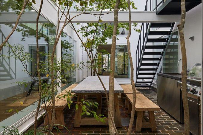 quintal no centro da residencia estilo mininalista