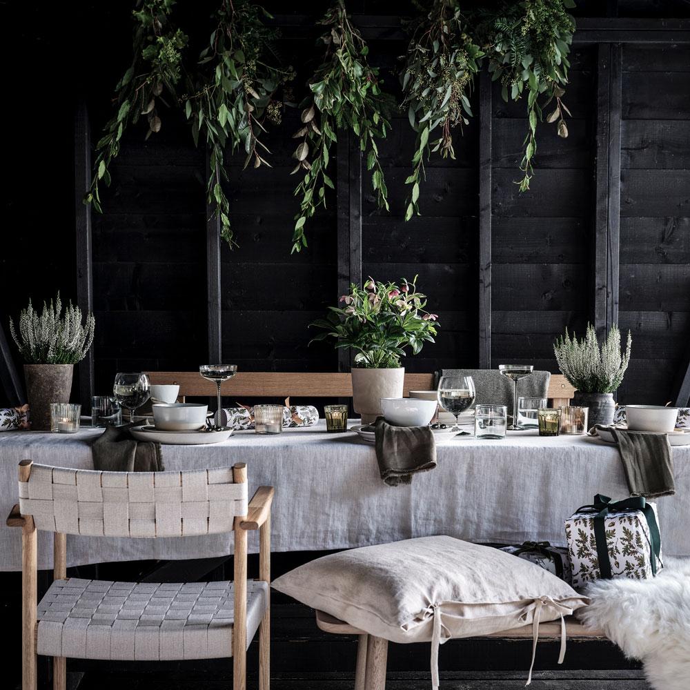 mesa posta com tecido