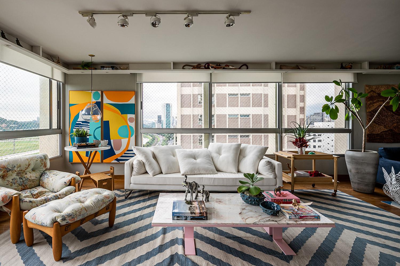 Ambientes integrados e cores marcam o décor do apartamento de Helô Marques