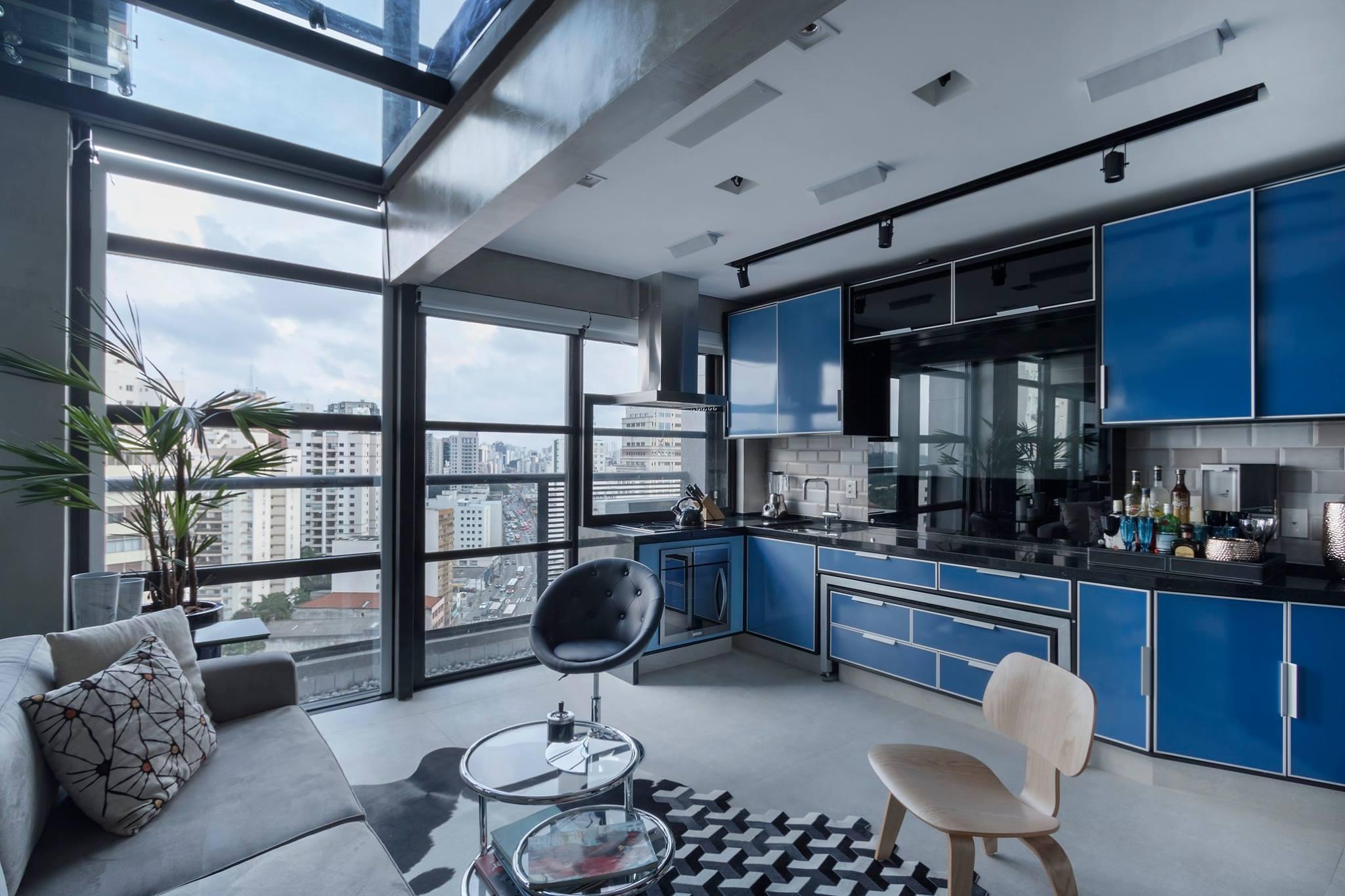 Integração de espaços e cores urbanas marcam loft dúplex de 40 m²
