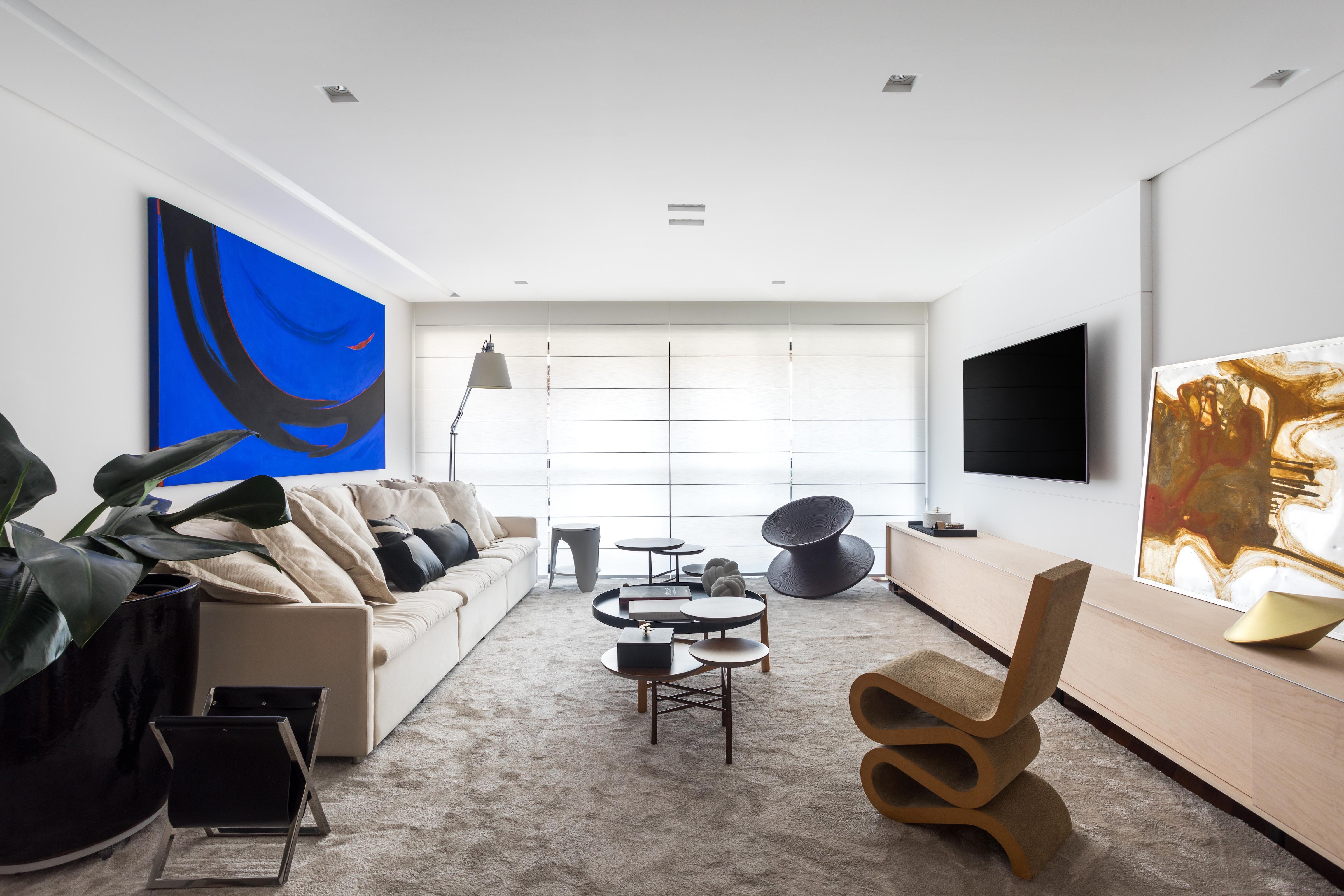 Apê de 215 m², em Curitiba, aposta em peças de design internacional