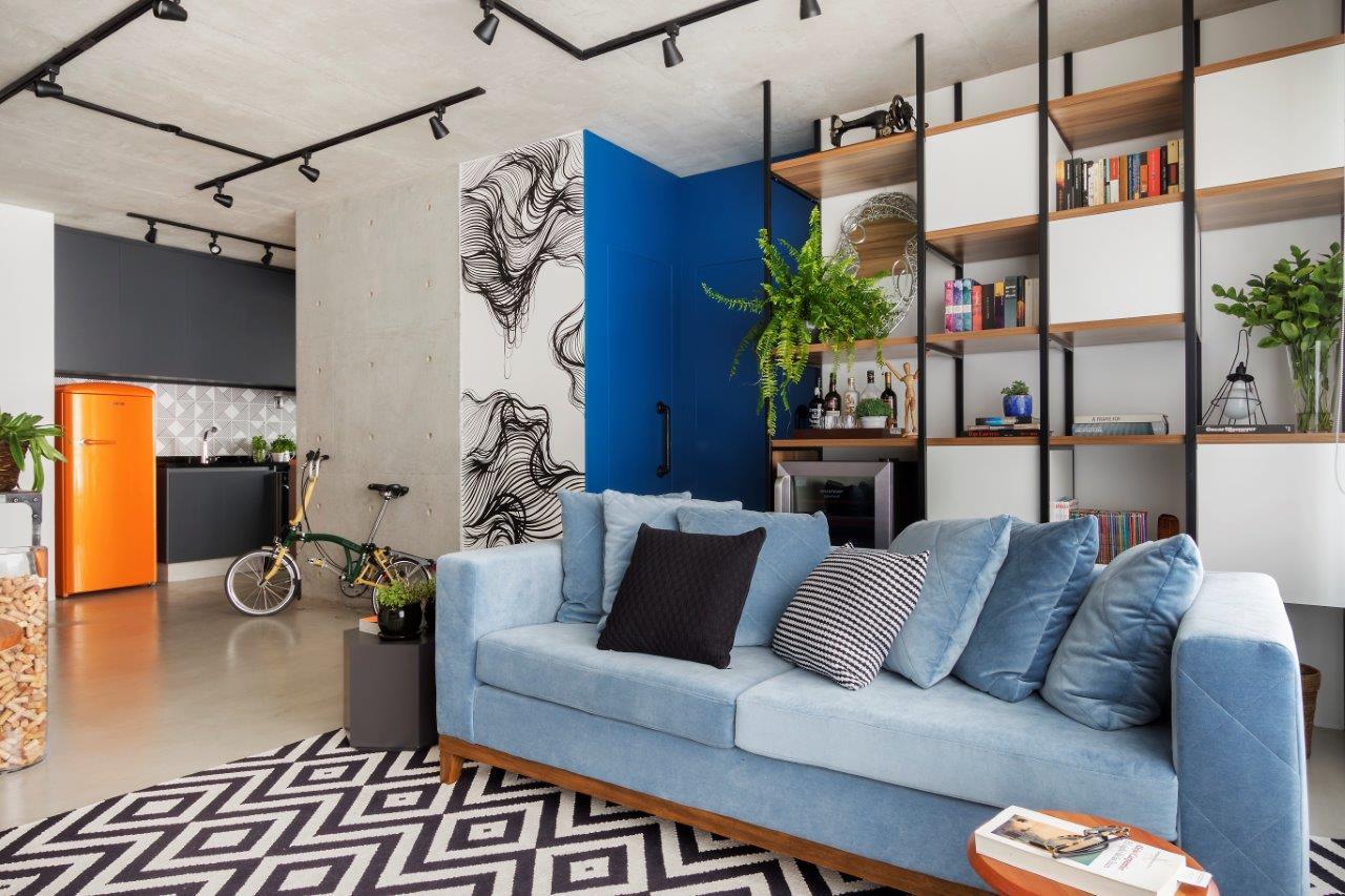 Apartamento de 80m² traduz estilo de vida urbano com pontos de azul