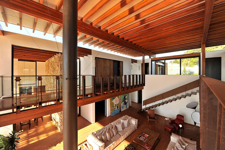casa no quinta da baroneza candida tabet arquitetura casa construção piscina projeto luxo residência são paulo casacor elenco lareira madeira interiores sala de estar