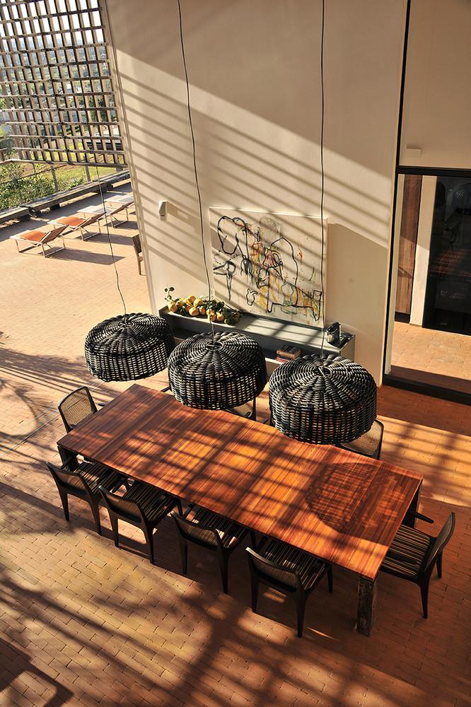 casa no quinta da baroneza candida tabet arquitetura casa construção piscina projeto luxo residência são paulo casacor elenco lareira madeira interiores sala de jantar