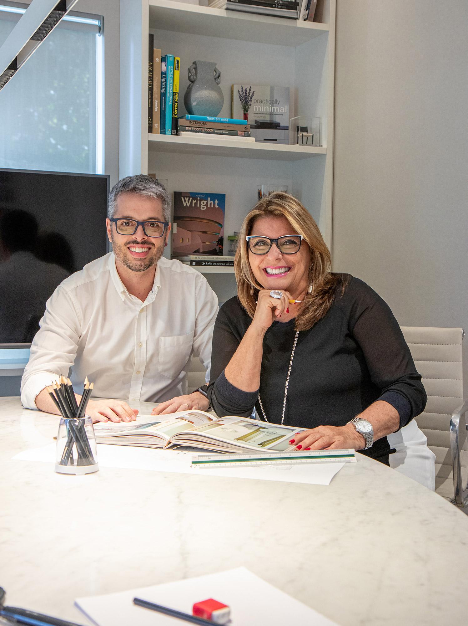 Daniel Veiga e Marília Veiga.