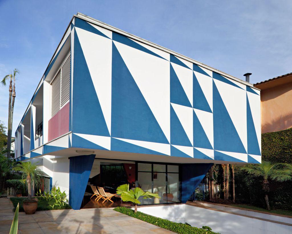 Arte na fachada feita por Francisco Rebolo Gonsales e Mário Gruber