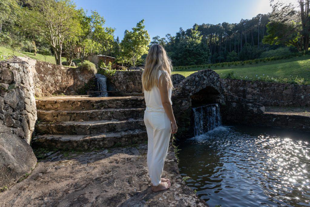 Villa Tanah foi projetado por Marcelo Selum, em São Roque (SP)
