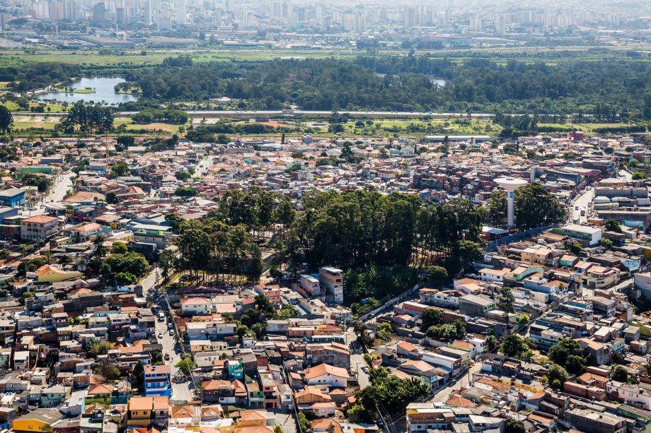 No reservatório SABESP Cangaíba, a proposta foi criar um parque que permitisse um diálogo entre os visitantes e as atividades de abastecimento, além de revitalizar os edifícios de operação para a proteção patrimonial.