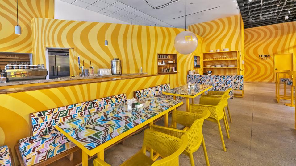 cafe fendi miami amarelo cores maximalismo decoração restaurante colorido pintura psicodélico