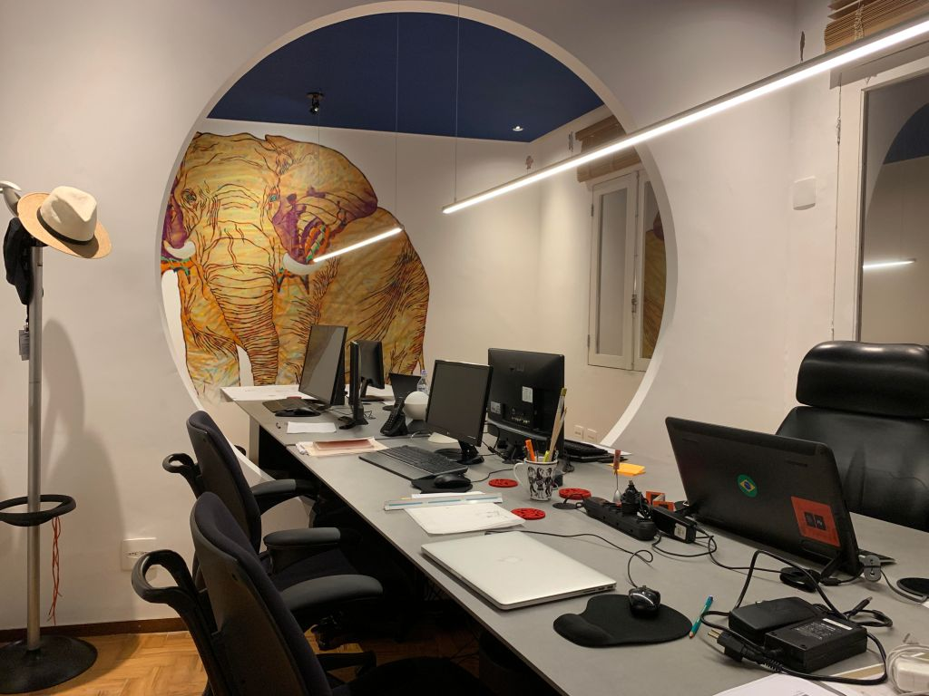 A arte irá dominar os escritórios no pós-pandemia para estimular a criatividade. Projeto de Fernando Brandão