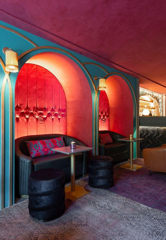 Wine Bar Pra lá de Marrakech - Alessandra Casagrande. Ambiente da CASACOR Santa Catarina 2021.