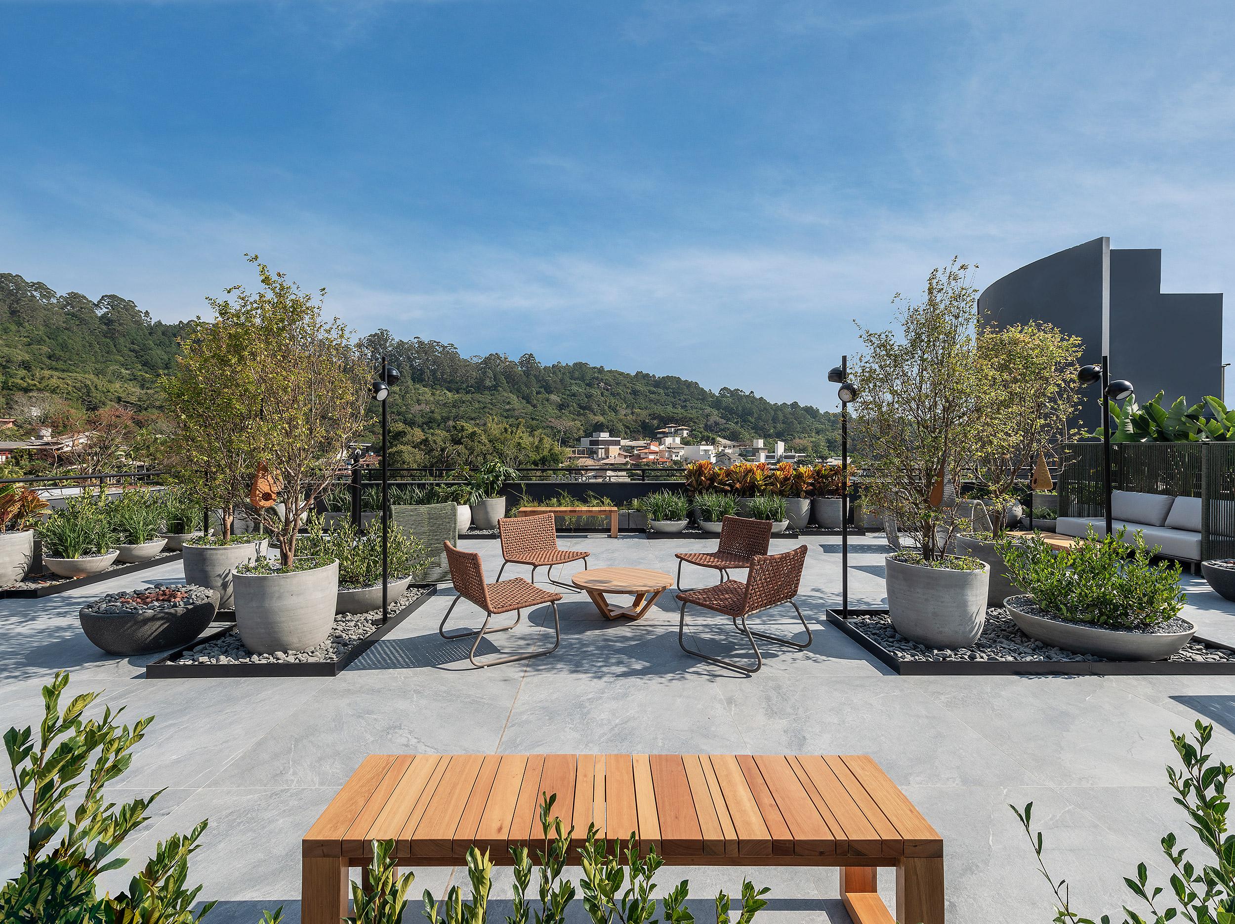 Rooftop 20 I 21 - Ana Trevisan   Paisagismo + Arquitetura. Projeto da CASACOR Santa Catarina 2021.