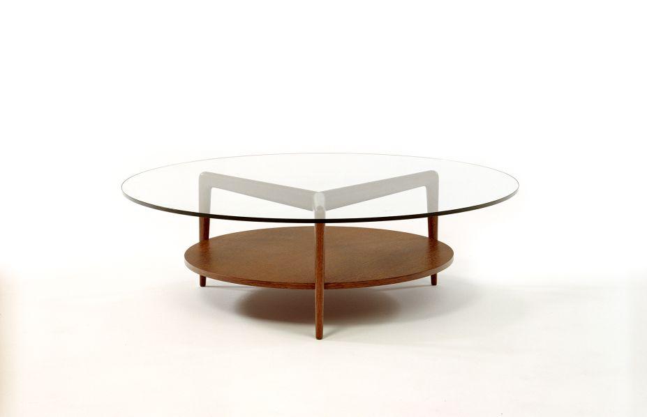 Desenhada por Roberto Aflalo, a Mesa de Centro Aranha foi incorporada à coleção em 1952.