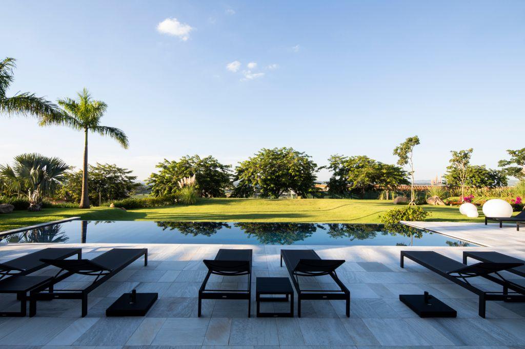 casa no interior; decoração; arquitetura; paleta de cores; chile; brasil; paisagismo