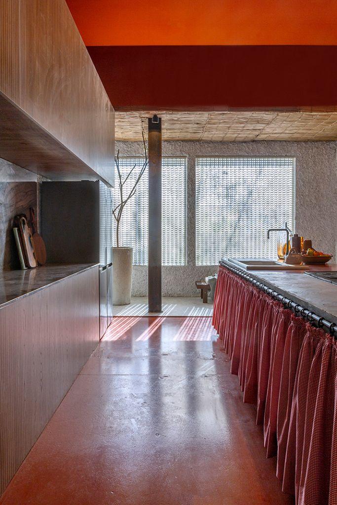Cozinha Deca Raízes Eduardo Medeiros Gabriel Bela CruzCASACOR Goiás 2021 fazenda fogao lenha rustico decoração