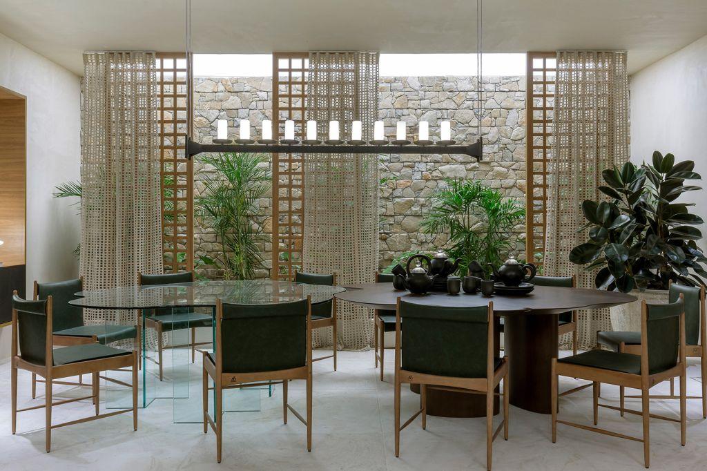 Bibiana Giordano Rogoski CASACOR Goiás 2021 em volta da mesa sala jantar decoração verde