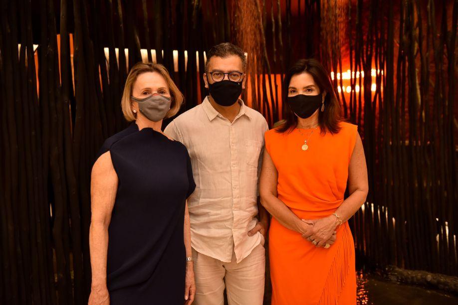 Sheila de Podestá, Pedro Ariel Santana, diretor criativo da CASACOR, e Eliane Martins.